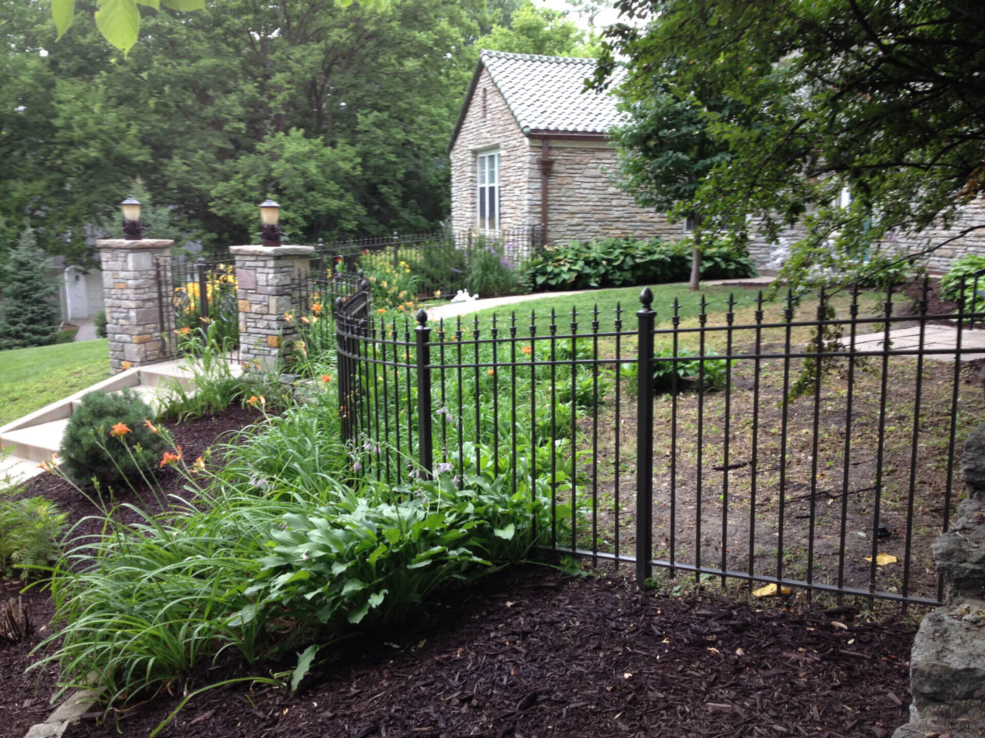 Clean The Decorative Wrought Iron Railing : Clean The Decorative Wrought Iron Railing : Wrought Iron Fences in St ...