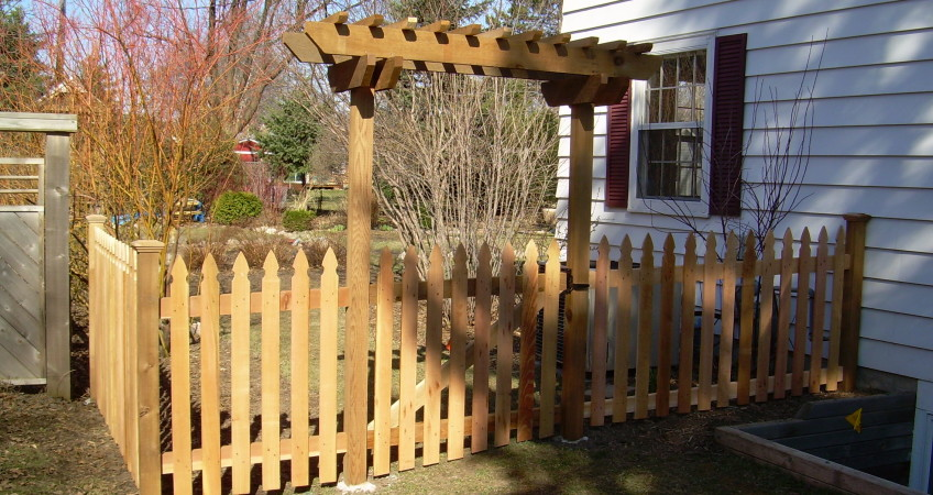 Traditional Picket Fence With Trellis Dakota Unlimited