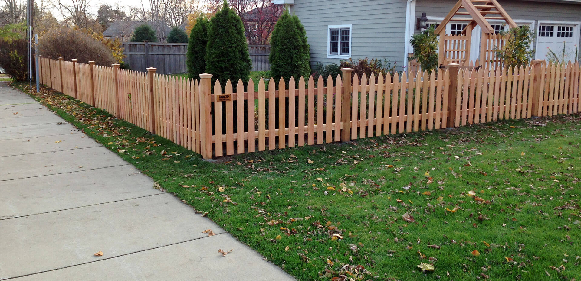 Wood fence in st paul lakeville twin cities woodbury cottage wood picket fences baanklon Images